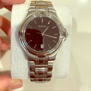 Men's Gucci 9040m watch in excellent condition